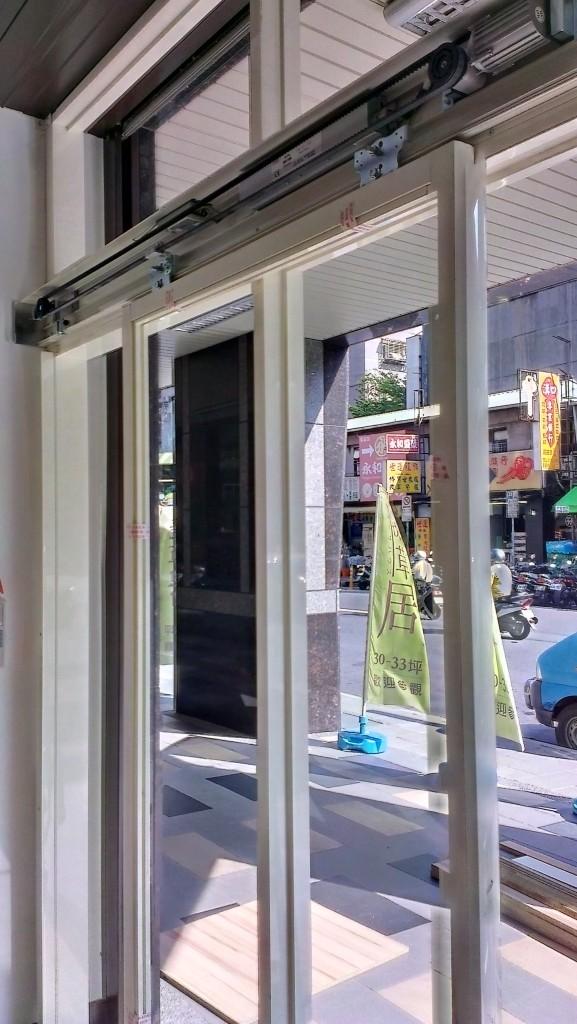 鋁框式玻璃門